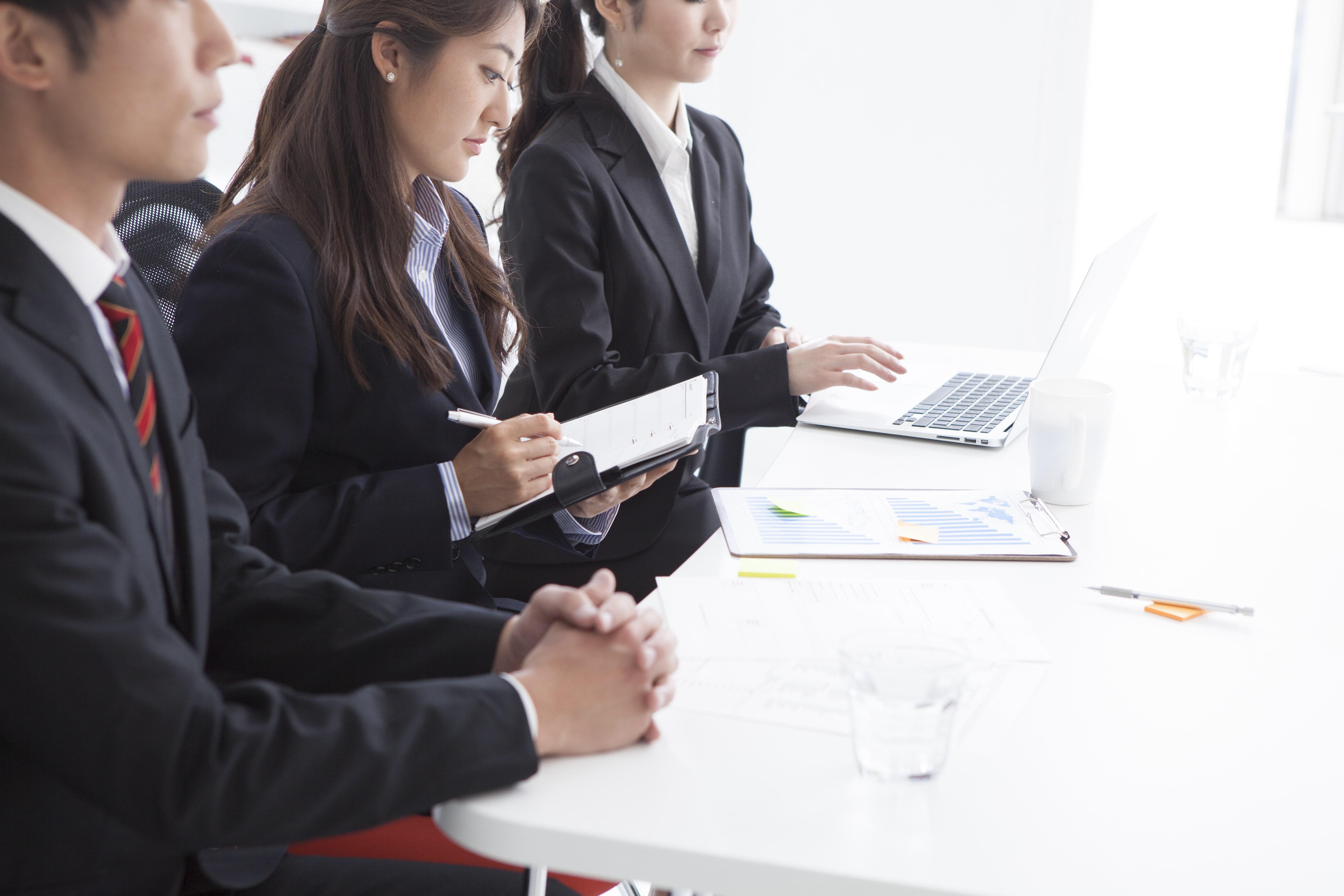 2021年卒以降の就活は短期、長期のインターンに応募から