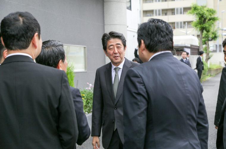 2015/5/16神戸市長田区のトアセイコーさんを訪問する安倍晋三内閣総理大臣